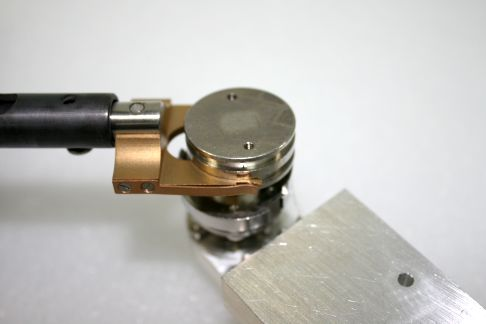 one_inch_sample_puck_docking